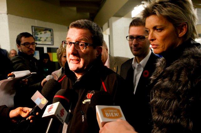 Régis Labeaume (accompagné des conseillers Sylvain Légaré et... (Le Soleil, Caroline Grégoire)