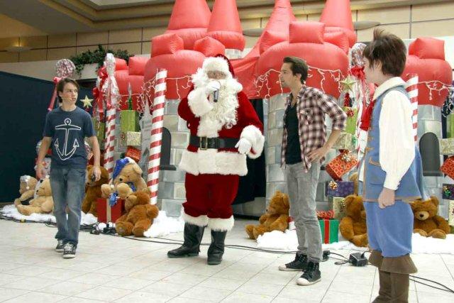 Le père Noël aura une journée chargée dimanche... (PHOTO FOURNIE PAR LAURIER ET PAR FAIRMONT LE CHÂTEAU FRONTENAC)