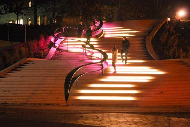 L'escalier monumental est éclairé en soirée depuis quelques... (Photo: Émilie O'Connor)