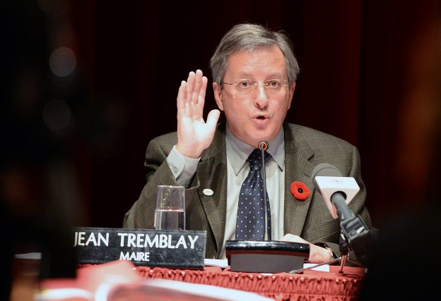 Le maire de Saguenay, Jean Tremblay, a regardé Bye... (Photo archives Le Quotidien)