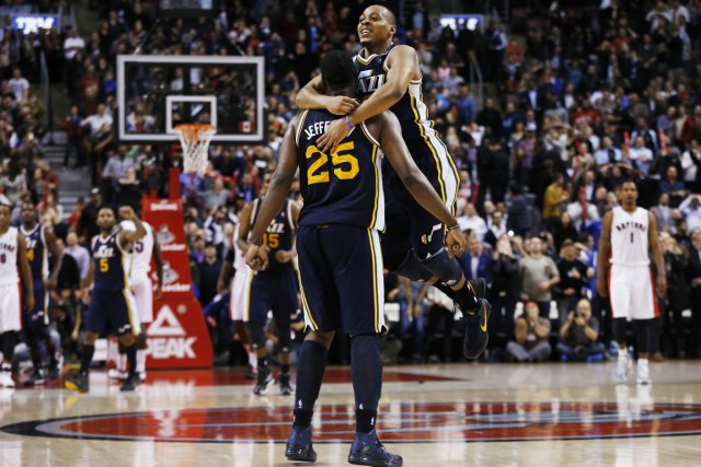 Al Jefferson (25), du Jazz, a réussi un... (Photo: Reuters)