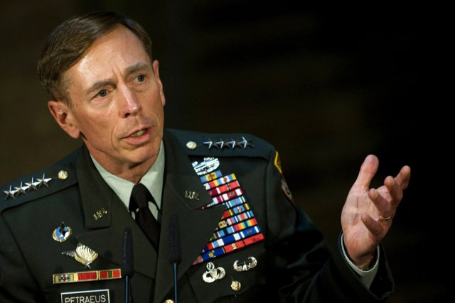 David Petraeus, photographié en juillet 2011.... (Photo: archives AFP)