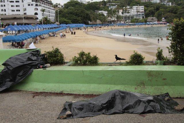 Des corps gisent à la plage La Caleta,... (Photo: AFP)