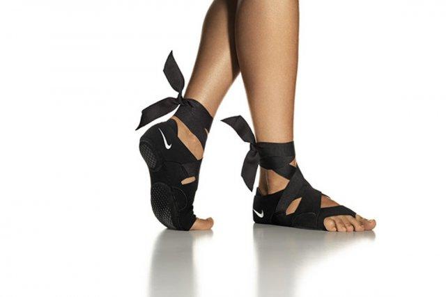 À enfiler comme un gant pour bénéficier de la sensation pieds nus, la nouvelle... (PHOTO FOURNIE PAR NIKE)