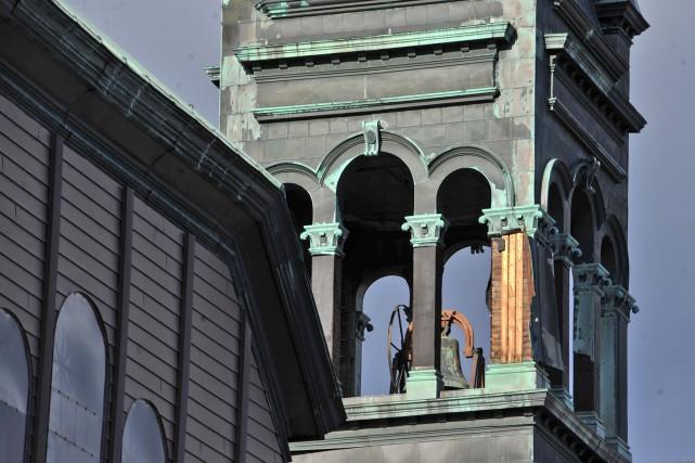 Des feuilles de cuivre du clocher de l'église... (Photo: Stéphane Lessard)