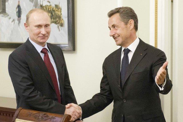 Le président russe, Vladimir Poutine (gauche), a reçu... (PHOTO NATALIA KOLESNIKOVA, REUTERS)
