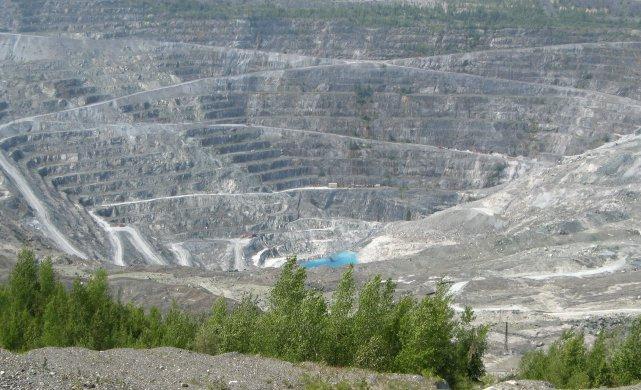 Un mois après l'annonce de la fin de Mine Jeffrey, les opérations de fermeture... (La Tribune, Yvan Provencher)