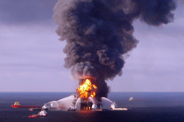 BP exploitait la plateforme pétrolière Deepwater Horizon, située... (PHOTO ARCHIVES AFP/GARDE CÔTIÈRE AMÉRICAINE)