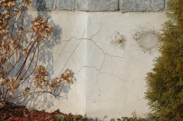 Des fissures en étoile, typique de la pyrrhotite.... (Photo: Archives Le Nouvelliste)