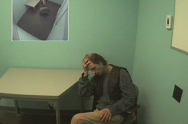 Hier, Jacques Laperrière a finalement avoué avoir poignardé... (Photo: Saisie d'écran de l'interrogatoire)