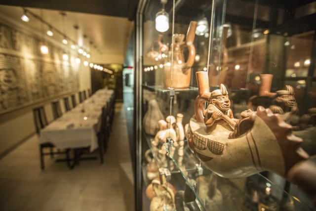 Le restaurant possède une décoration moderne ponctuée de... (Photo Olivier Pontbriand, La Presse)