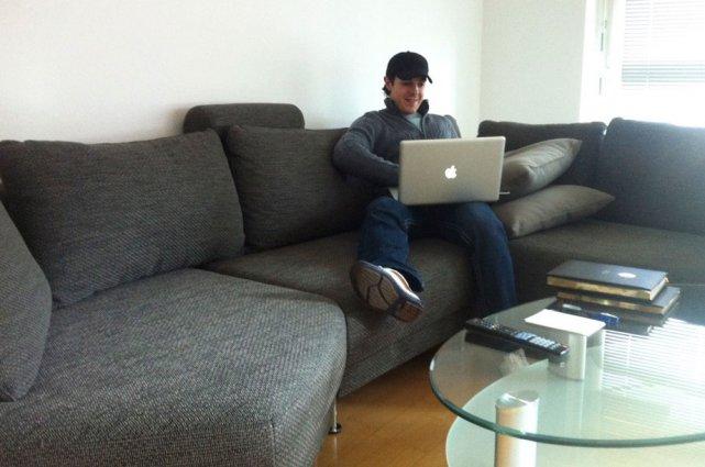 À Berlin, Daniel Brière utilise Skype pour rejoindre... (Sylvain St-Laurent, LeDroit)