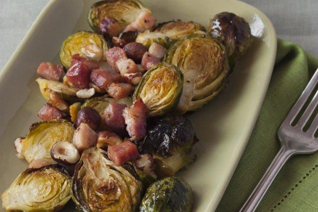 Choux de Bruxelles rôtis, bacon et noix... (Photo Christelle Tanielian, collaboration spéciale)