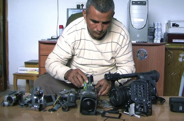 Emad Burnat, documentariste palestinien.... (Photo fournie par la production.)