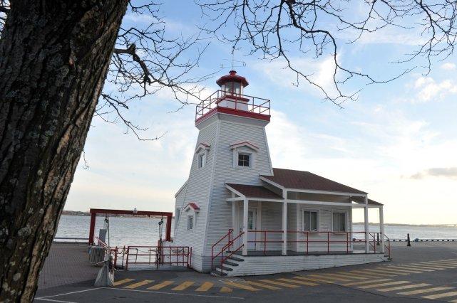 Le «phare» du parc portuaire est à vendre.... (Stéphane Lessard)