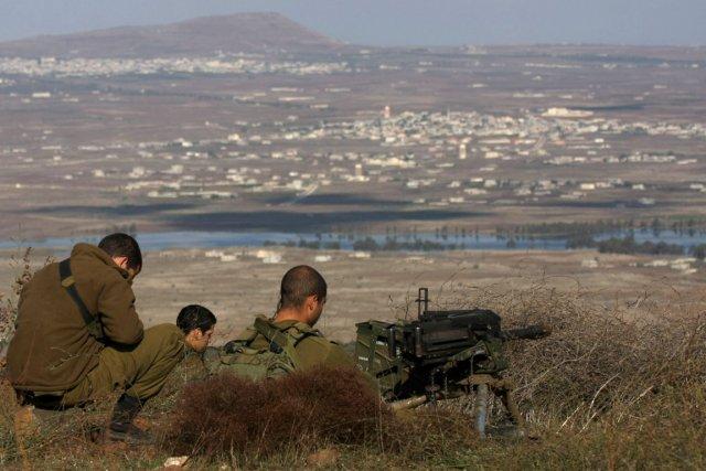 Des soldats israéliens sur le plateau du Golan.... (PHOTO AFP)