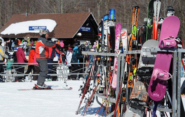 Le refus de la station Mont Orford d'accueillir l'école de ski du club Okpik... (Archives La Tribune, Frédéric Côté)