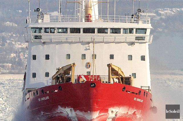 Les brise-glace de la Garde côtière canadienne ont... (Photothèque Le Soleil, Jocelyn Bernier)