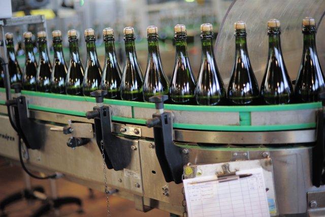 De fines bulles, plus fruitées que le champagne, mais beaucoup moins chères: le... (Photo AFP)