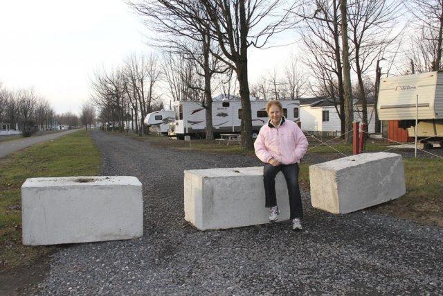 Nancy Champagne s'inquiète de voir les blocs de... (photo Alain Dion)