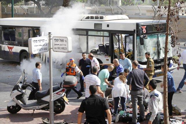 L'explosion, qui a fait au moins 22 blessés,... (PHOTO ARIEL BESHOR, REUTERS)