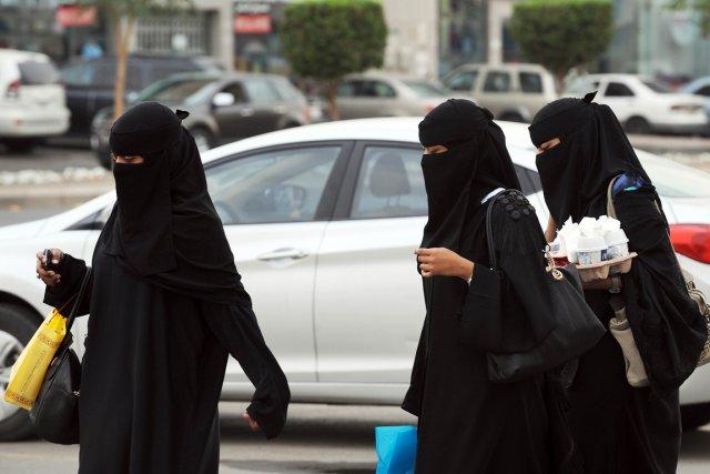 Privées du droit de conduire et de voyager sans autorisation, les Saoudiennes... (PHOTO FAYEZ NURELDINE, AFP)