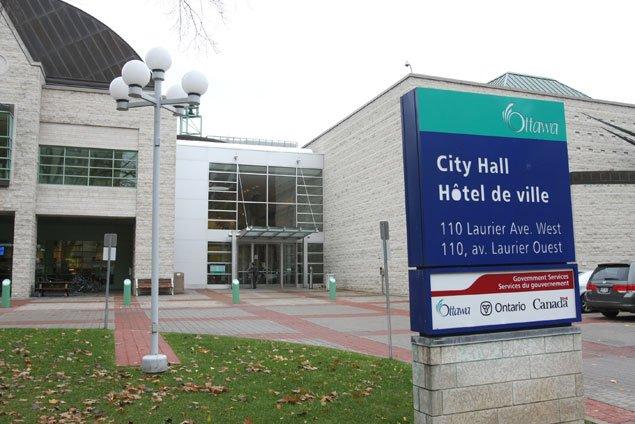 La police d'Ottawa a arrêté, dans la salle du conseil municipal, un individu... (Archives, LeDroit)