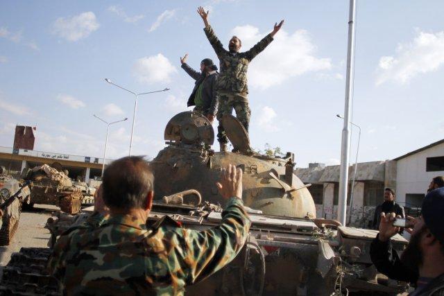 Il y a trois jours, les rebelles avaient... (PHOTO KHALIL HAMRA, AP)