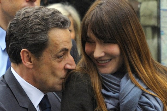 Le couple Carla Bruni et Nicolas Sarkozy, ou... (Photo: AP)