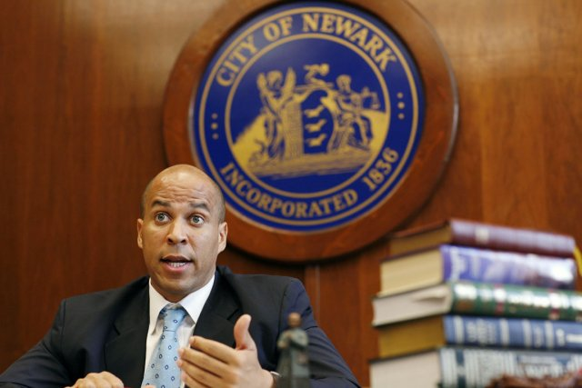 Le maire de Newark, Cory Booker.... (PHOTO EMILE WAMSTEKER, ARCHIVES BLOOMBERG NEWS)