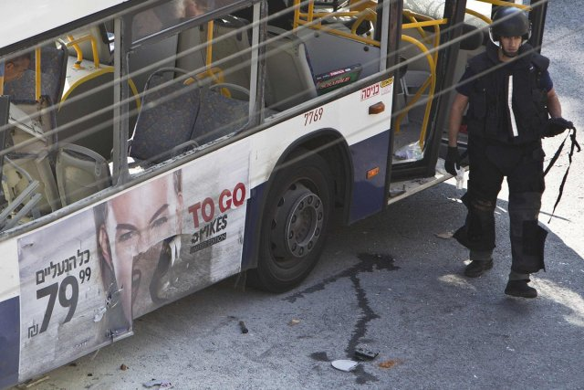 Un attentat contre un autobus à Tel-Aviv mercredi... (PHOTO NIR ELIAS, REUTERS)