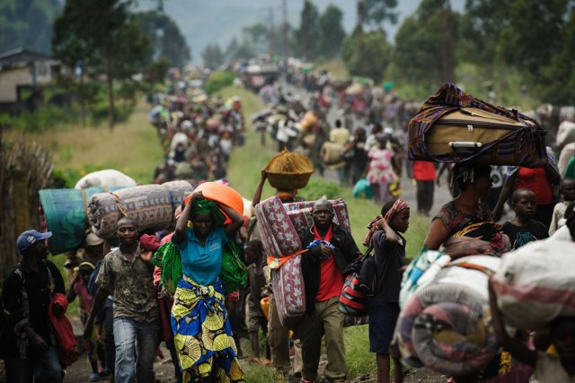Les violences ont déjà poussé plus de 100... (PHOTO PHIL MOORE, AFP)