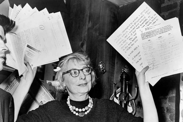 Jane Jacobs en 1961. L'auteure, militante, philosophe de... (Photo de Phil Stanziola tirée de la collection du New York World-Telegram and the Sun Newspaper Photograph)