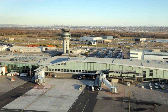 Les frais d'atterrissage seront aussi haussés à l'Aéroport... (Photothèque Le Soleil, Patrice Laroche)