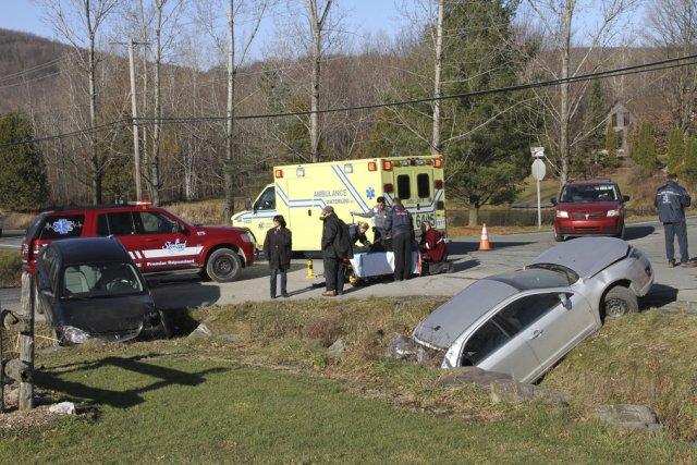 Une collision impliquant trois véhicules a fait trois... (photo Alain Dion)