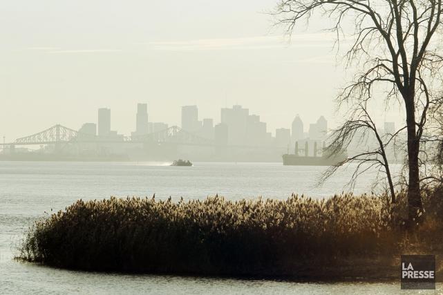 Le smog devrait se dissiper demain à Montréal,... (PHOTO MARTIN CHAMBERLAND, LA PRESSE)