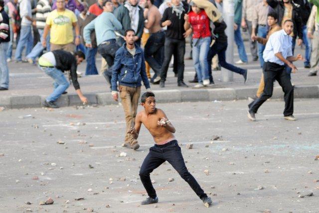 Des pro et des anti-Morsi se sont affrontés... (PHOTO AFP)
