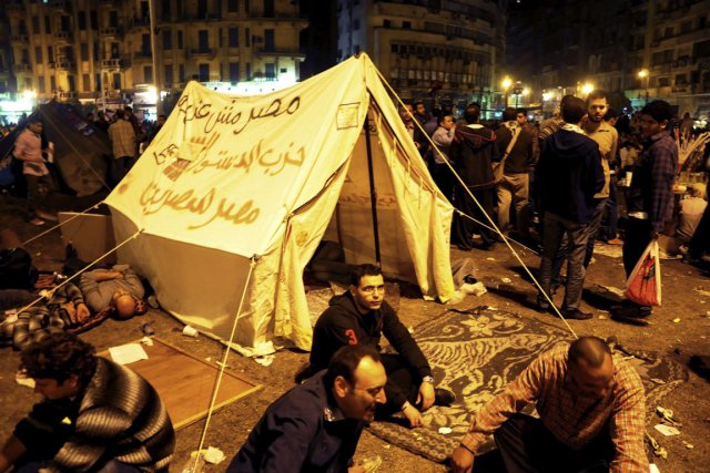 Des prostestataires ont fait un sit-in, Place Tahrir,... (Photo AP)
