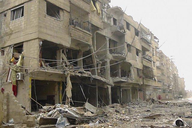 Des édifices détruits par les forces aériennes du... (Photo: Reuters)