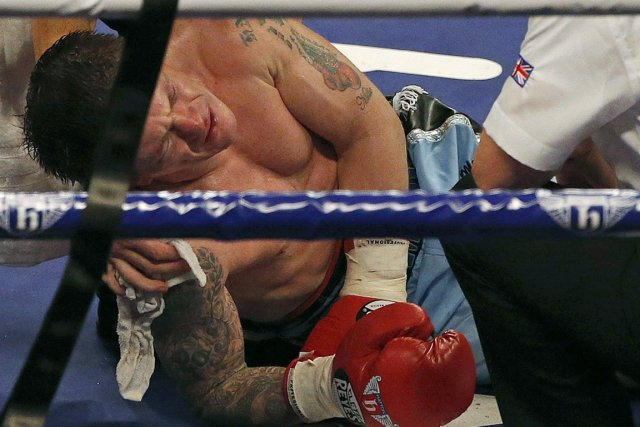 Ricky Hatton a été nettement battu par Vyacheslav... (Photo : Phil Noble, Reuters)