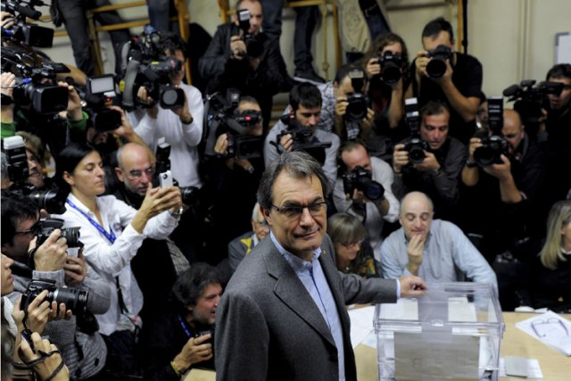 En organisant des élections anticipées, le chef nationaliste Artur... (Photo: AFP)