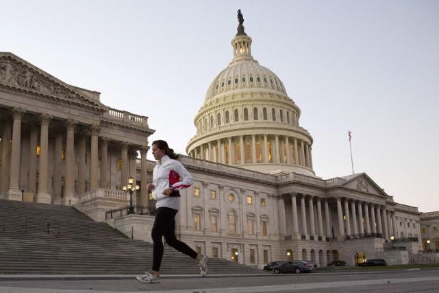 La Maison-Blanche table sur un déficit budgétaire qui continuera à se réduire... (Photo archives Reuters)