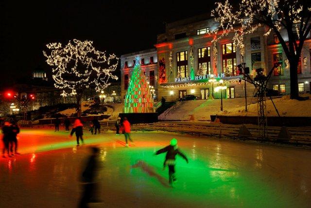 La patinoire de la place D'Youville et le... (Photothèque Le Soleil, Patrice Laroche)