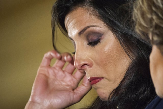Jill Kelley n'a pas caché ses émotions lors... (Photo: AP)