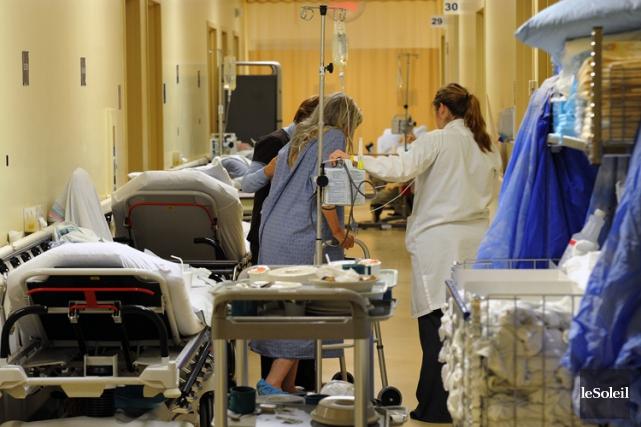 En début d'après-midi lundi, 52 patients dont l'état... (Photothèque Le Soleil)
