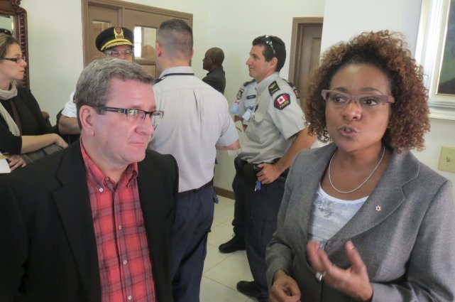 Le maire Régis Labeaume en compagnie de l'ex-gouverneure... (Le Soleil, Valérie Gaudreau)
