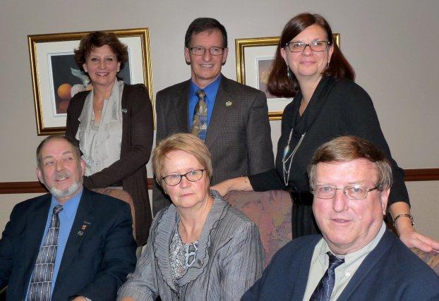Voici les nouveaux administrateurs de l'Ordre du Bleuet,... (Photo Christiane Laforge)