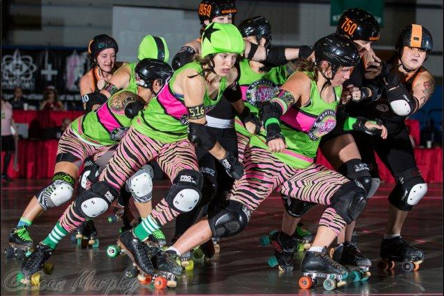 Imaginez 10 filles qui se plaquent, se font bousculer et trébuchent tout en... (PHOTO FOURNIE PAR SEAN MURPHY)