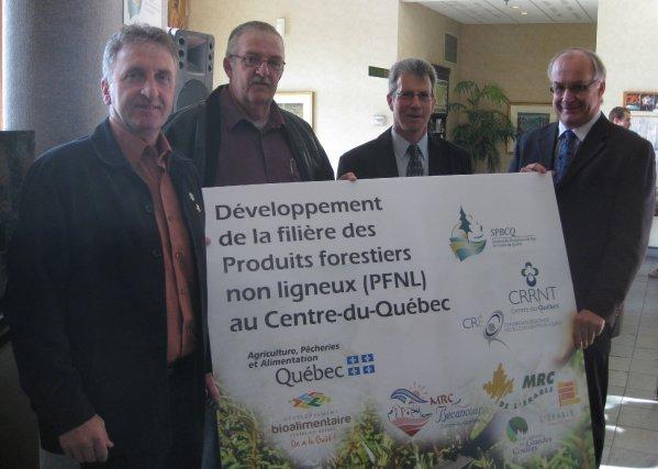 Dans l'ordre habituel, on retrouve Sylvain Labrecque, préfet... (Photo: Marc Rochette)