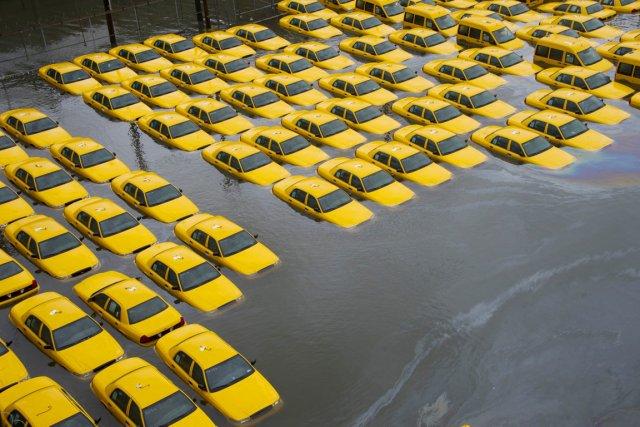 Un stationnement d'une entreprise de taxis d'Hoboken, au... (PHOTO CHARLES SYKES, ARCHIVES AP)